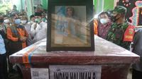 Jenasah Indah Halimah Putri, warga Ogan Ilir Sumsel yang menjadi penumpang Sriwijaya Air SJ-182 dimakamkan di tanah kelahirannya (Liputan6.com / Nefri Inge)