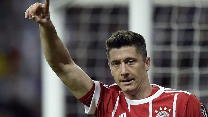 Manchester United kabarnya tertarik mendatangkan penyerang Bayern Munchen, Robert Lewandowski, pada bursa transfer musim panas 2018. (AFP/Oscar Del Pozo)