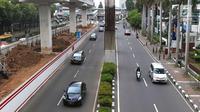 Jangan bingung kalau aturan ganjil gelan diperluas karena kamu bisa menggunakan berbagai angkutan umum, salah satunya TransJakarta. (Foto: Liputan6.com/Immanuel Antonious)