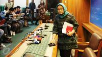 Menlu Retno Marsudi memberikan keterangan pers di Kemenlu, Jakarta, Jumat (3/2). Pertemuan Raja Salman dengan tokoh lintas agama menjadi contoh keharmonisan dan toleransi Indonesia untuk berkontribusi bagi perdamaian dunia. (Liputan6.com/Angga Yuniar)