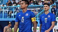 Hendro Siswanto jadi kapten tim Arema dalam uji coba melawan Semeru FC di Stadion Kanjuruhan, Kabupaten Malang (5/2/2020). (Bola.com/Iwan Setiawan)