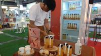 Home made peach gum drink. (Liputan6.com/Pramita Tristiawati)