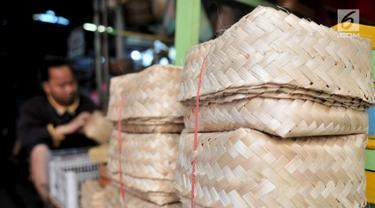 Pasar Jaya Sediakan Besek Bambu untuk Daging Kurban