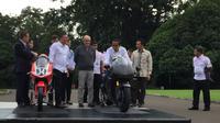 Presiden Jokowi bertemu CEO Dorna dan sejumlah pembalap.