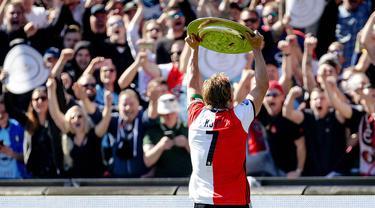 Dikenal bersama Liverpool, Dirk Kuyt membawa Feyenoord Rotterdam menjuarai Eredivisie 2016/2017. (EPA/Robin van Lonkhuijsen)