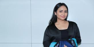 Penyanyi Gita Gutawa menjadi pembicara untuk menginspirasi banyak anak muda. Dalam acara bertajuk Sumpah Pemuda itu, ia menceritakan kisah perjalanan karier yang dirintis sejak dini. (Adrian Putra/Bintang.com)