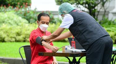 Presiden Jokowi Jalani Vaksinasi COVID-19 Dosis Kedua