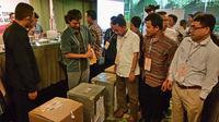 Rapat Pleno Terbuka KPU Kota Tangerang Selatan untuk rekapitulasi suara geger. (Liputan6.com/Naomi Trisna)