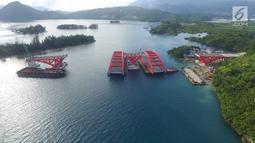 Perkembangan proyek pembangunan Jembatan Holtekamp di Jayapura, Selasa (3/1). Pembangunan Jembatan Holtekamp merupakan sebagai bagian dari upaya mewujudkan Nawa Cita Presiden Joko Widodo. (Liputan6.com/Pool/Kementerian PUPR)