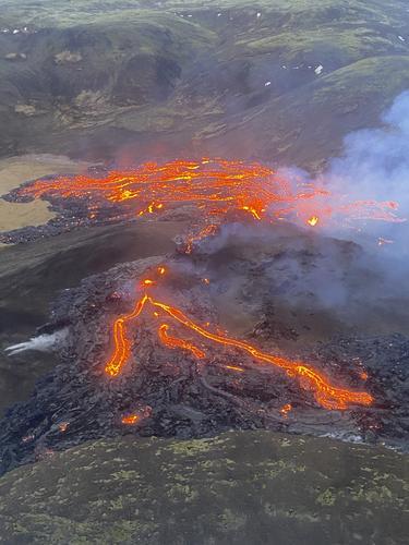 Aliran Lahar Letusan Gunung Berapi Dekat Ibu Kota Islandia