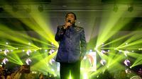 Penyanyi Didi Kempot saat menggelar konser tunggal di The Sunan Hotel Solo, Kamis malam (19/9).(Liputan6.com/Fajar Abrori)