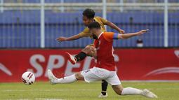 Andik Vermansah (kiri) kembali memberikan ancaman ke gawang Borneo FC pada menit ke-15 setelah mampu memanfaatkan kelengahan di lini pertahanan Borneo FC. (Bola.com/Arief Bagus)