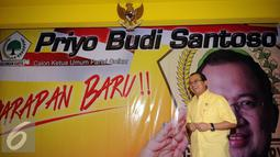 Priyo Budi Santoso bersiap memberikan keterangan pada deklarasi pencalonan dirinya menjadi Calon Ketua Umum Partai Golkar di Jakarta, Kamis (14/4/2016). Pemilihan dilaksanakan pada Munaslub Partai Golkar, Mei mendatang. (Liputan6.com/Helmi Fithriansyah)