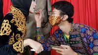 Ahmad Farhan Winarto penyandang Tuli yang mahir merias wajah. Foto: Dokumentasi pribadi.