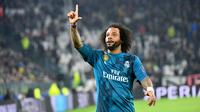 Pemain Real Madrid Marcelo merayakan golnya saat melawan Juventus dalam pertandingan Liga Champions di stadion Allianz, Turin (3/4). Real Madrid menang 3-0 atas Juventus. (AFP/Alberto Pizzoli)