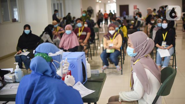 Ribuan Tenaga Kesehatan Jalani Vaksinasi di Rumah Sakit Darurat Covid-19 Wisma Atlet Kemayoran