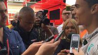 Pebalap Manor Racing, Pascal Wehrlein, seusai menjalani tes F1 bersama Mercedes GP, Rabu (18/5/2016). (Twitter/Mercedes GP)