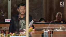 Sekretaris Daerah (Sekda) Kabupaten Tulungagung, Indra Fauzi usai menjalani pemeriksaan di Gedung KPK, Jakarta, Rabu (8/8). Indra Fauzi diperiksa terkait suap proyek infrastruktur peningkatan jalan di Kabupaten Tulungagung. (Merdeka.com/Dwi Narwoko)
