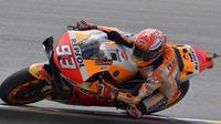 Pembalap Repsol Honda, Marc Marquez, menjadi yang tercepat pada sesi latihan bebas ketiga (FP3) MotoGP Jerman 2019. (APF/Tobias SCHWARZ)