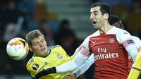 Gelandang Arsenal Henrikh Mkhitaryan beraksi saat melawan BATE Borisov pada leg pertama 32 besar Liga Europa 2018-2019 di Borisov Arena, Borisov, Kamis (14/2/2019). (AFP/Sergei Gapon)