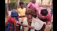 Lelaki di India mengklaim tak pernah mencukur rambutnya hingga usianya 95 tahun (dok. YouTube/ TIN GIẢI TRÍ)
