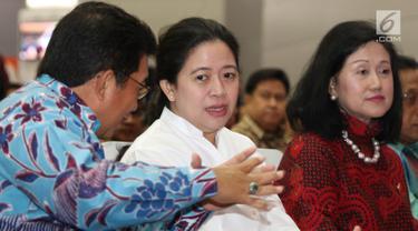 Menko PMK, Puan Maharani menghadiri peluncuran Strategi Perlindungan Konsumen Keuangan (SPKK) OJK di Bursa Efek Indonesia, Jakarta, Kamis (18/5). Acara peluncuran itu ditandai dengan pembukaan perdagangan saham. (Liputan6.com/Immanuel Antonius)