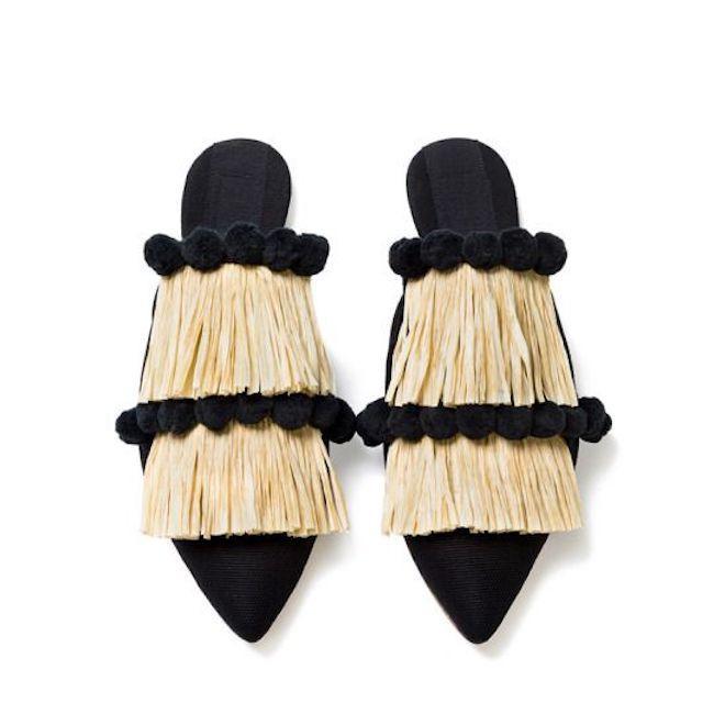 Mules shoes yang bikin penampilan jadi kece banget. (sumber foto: manrepeller.tumblr.com/pinterest)