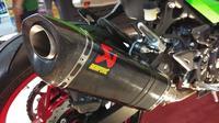 Knalpot Akrapovic untuk new Kawasaki Ninja 250. (Liputan6.com)