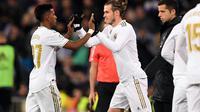 Gareth Bale saat masuk dari bangku cadangan dalam laga Real Madrid vs Real Sociedad di Stadion Santiago Bernabeu (24/11/2019). (AFP/Pierre-Philippe Marcou)