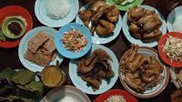 Ayam Goreng Mbah Karto, salah satu makanan favorit Jokowi saat pulang ke Solo. (Screenshot YouTube/Presiden Joko Widodo/Putu Elmira)