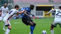 Aksi Romelu Lukaku saat Inter Milan menghadapi Cagliari di lanjutan Liga Italia (AFP)