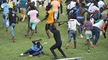 Derbi Kinshasa di Kongo, Afrika yang mempertemukan dua klub yakni Vita dan Daring Club Motema Pembe berakhir rusuh pada Minggu (11/10/2015).