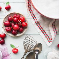 Manfaat buah cherry | unsplash.com/@brookelark dan unsplash.com/@nehadeshmukh