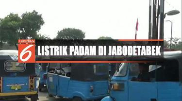 Terdampak listrik mati, antrean bajaj mengular di SPBG kawasan Rawamangun, Jakarta Timur, meski petugas sudah menggunakan genset.