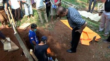 Seorang asisten rumah tangga dikubur oleh majikannya dengan pakian yang masih utuh.