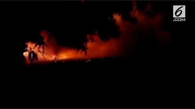 Pondok pesantren Darussalam Cilangkap dilalap si jago merah. Api membakar ruang asrama putra dan bangunan pengajar.