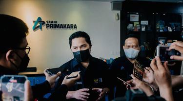 Menteri BUMN Erick Thohir kampus STMIK Primakara, Denpasar, Minggu sore (19/9/2021).