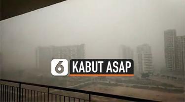 Kota New Delhi, India diselimuti kabut asap pekat sejak Senin (5/11). Akibatnya sekolah di New Delhi meliburkan siswanya agar tidak terkena dampake negatif kabut asap.
