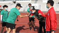 Pejabat Pembuat Komitmen (PPK) Peningkatan Prestasi Olahraga Nasional (PPON) Kemenpora RI, Yayan Rubaeni meninjau proses pelatnas Timnas U-19.