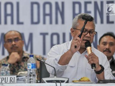 Ketua KPU Arief Budiman ketok palu usai hasil penghitungan suara dan penetapan hasil Pemilu 2019 di Gedung KPU, Jakarta, Selasa (21/5/2019). KPU menetapkan perolehan suara Pilpres 2019 untuk pasangan Jokowi-Ma'ruf 85.607.362 suara dan Prabowo-Sandiaga 68.650.239 suara. (merdeka.com/Iqbal S Nugroho)