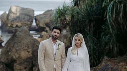 Pada tahun 2018, Kaitlynn Carter menikah dengan Brody Jenner, saudara tiri Kardashian di resor Nihi Sumba. Namun, hubungan mereka hanya bertahan selama satu tahun. (Liputan6.com/IG/@kaitlynn)