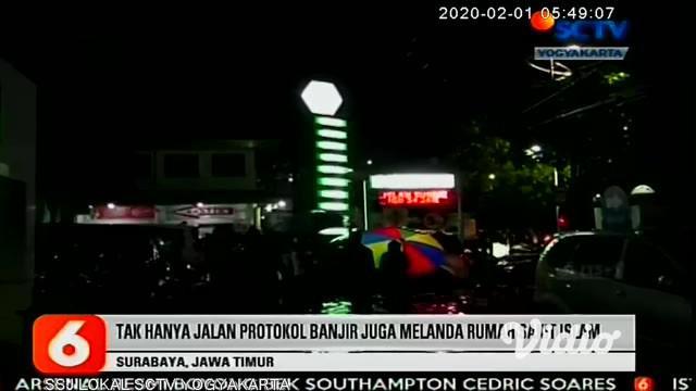 Diguyur hujan deras selama 2 jam, kota Surabaya banjir lagi, termasuk menggenangi Rumah Sakit Islam di kawasan Jl. Ahmad Yani.