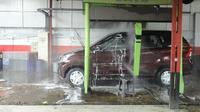 Cuci mobil dengan sistem robotik dapat membuat waktu pengerjaan lebih cepat, tetapi lebih boros air.