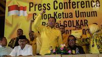 Wakil Koordinator Bidang Pratama Partai Golkar Bambang Soesatyo mendeklarasikan diri sebagai calon ketua umum Partai Golkar saat konferensi pers di Jakarta, Kamis (18/7/2019). Bamsoet mendeklarasikan diri sebagai pesaing Airlangga Hartarto bersama tiga orang lainnya. (Liputan6.com/Herman Zakharia)