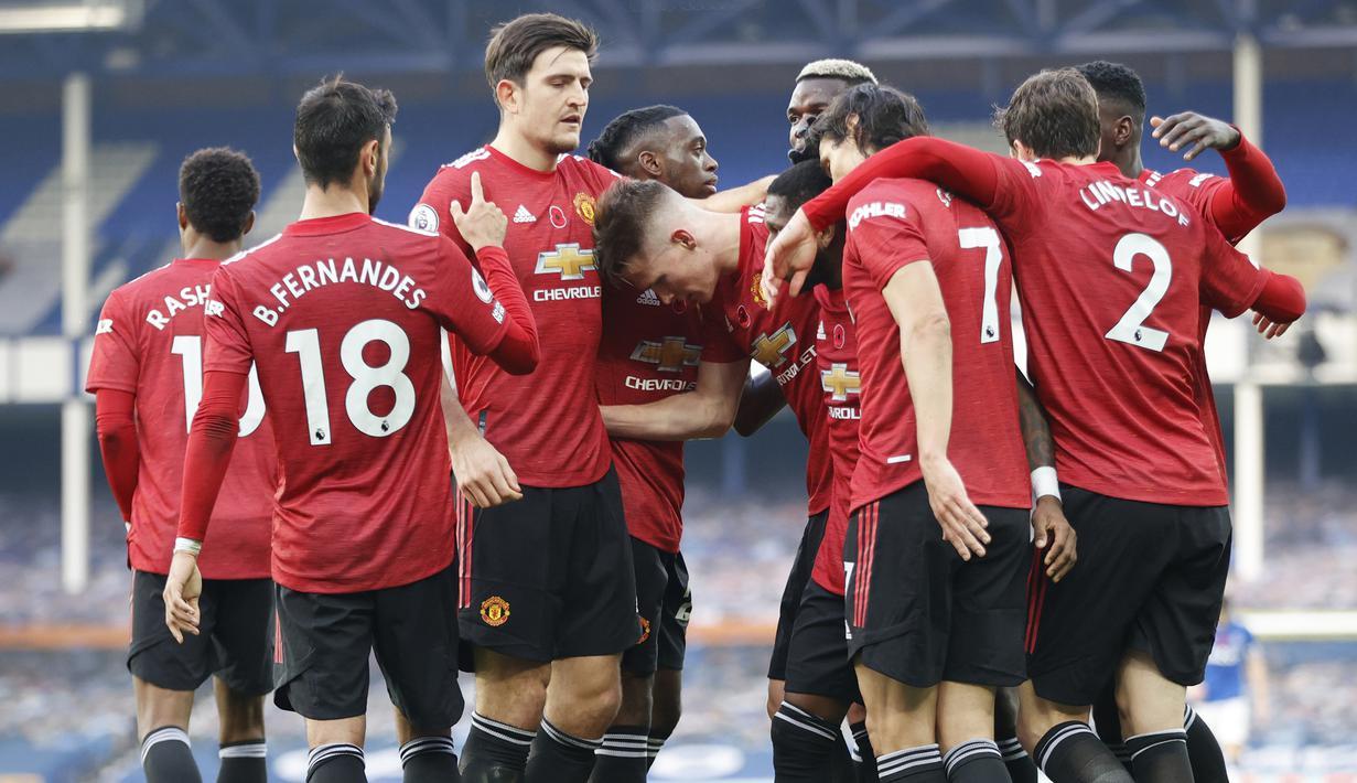 Pemain Manchester United merayakan kemenangan atas Everton pada laga lanjutan Liga Inggris di Goodison Park Stadium, Sabtu (7/11/2020) malam WIB. Manchester United menang 3-1 atas Everton. (Clive Brunskill/Pool via AP)