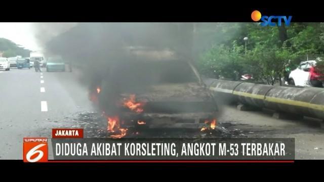 Sebuah angkot jurusan Pulogadung-Kota, hangus terbakar di Jalan Benyamin Sueb, Kemayoran, Jakarta Pusat. Kebakaran diduga akibat korsleting listrik pada mesin mobil.