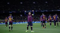 Megabintang Barcelona, Lionel Messi berselebrasi setelah mencetak gol ke gawang Olympique Lyon pada leg kedua 16 besar Liga Champions di Camp Nou, Rabu (13/3). Messi mencetak dua gol dan dua assist saat Barcelona menggilas Lyon 5-1. (AP/ Emilio Morenatti)