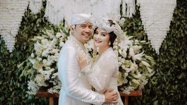[Fimela] Pernikahan Tiwi Eks T2