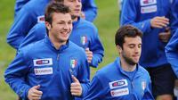 Bek Persija Jakarta, Marco Motta (kiri) ketika berlatih bersama Timnas Italia pada 2009. (AFP/ALBERTO PIZZOLI).