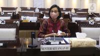 Menkeu Sri Mulyani bersiap mengikuti rapat kerja dengan Komisi XI DPR di Kompleks Parlemen, Senayan, Jakarta, Senin (15/3/2021). Rapat membahas konsultasi terkait usulan perubahan pengelompokan/skema barang kena pajak berupa kendaraan bermotor yang dikenai PPnBM. (Liputan6.com/Angga Yuniar)
